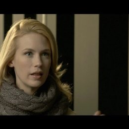 January Jones - Elizabeth Harris - über den internationalen Aspekt der Produktion - OV-Interview Poster