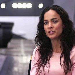 Alice Braga über die Arbeit mit Regisseur Neill Blomkamp - OV-Interview