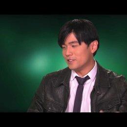 Jay Chou über die Beziehung zwischen seiner Figur und Britt Reid - OV-Interview Poster