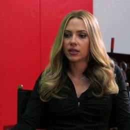 Scarlett Johansson über die unterschiedlichen Ideale von Barbara und Jon - OV-Interview Poster