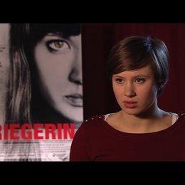 Alina Levshin über die Erarbeitung ihrer Rolle - Interview Poster