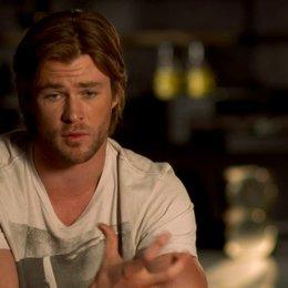 Chris Hemsworth - Thor über Thors Handlungsbogen im Film - OV-Interview Poster