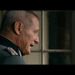 SS-Standartenführer Schwartow eröffnet Max Reich , dass die Kinder um ihr Leben spielen werden - Szene