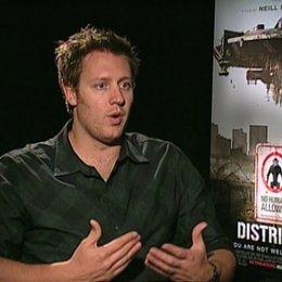Neill Blomkamp über die Einflüsse von Südafrika auf den Film - OV-Interview Poster