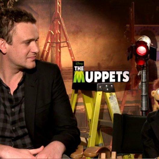 Jason Segel (Gary) und Walter über die Arbeit mit Kermit und Miss Piggy - OV-Interview