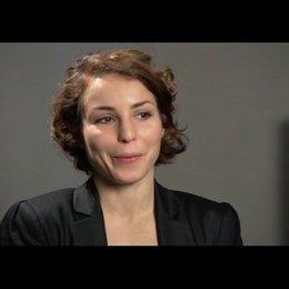 Noomi Rapace über ihr persönliches Verhältnis zu ihrer Figur Lisbeth - OV-Interview Poster
