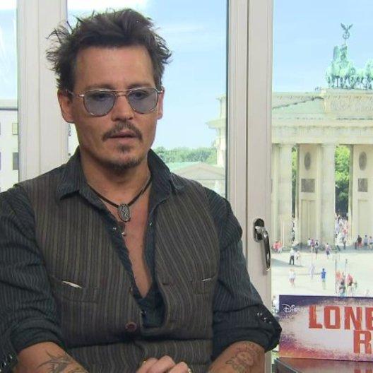 Johnny Depp - Tonto - darüber, warum er die interessanten Nebenrollen den Hauptrollen vorzieht - OV-Interview Poster