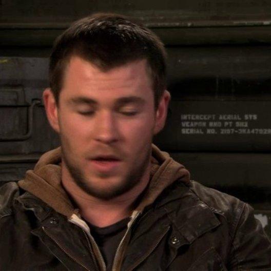 Chris Hemsworth über Jeds Beziehung zu Toni - OV-Interview Poster