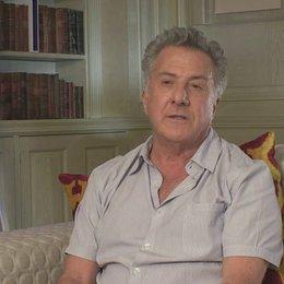 Dustin Hoffman über das Älterwerden und jung fühlen - OV-Interview Poster