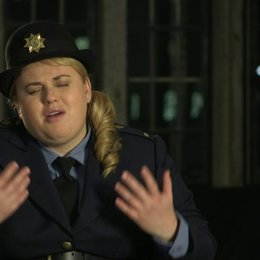 Rebel Wilson über ihre Rolle - OV-Interview Poster
