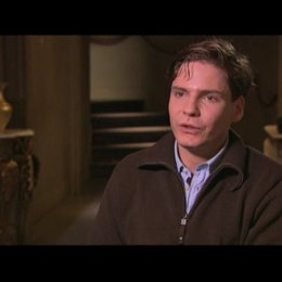 Daniel Brühl über die Besetzung mit deutschen Schauspielern - Interview