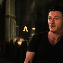 Luke Evans - Vlad Tepes - über Vlad - OV-Interview Poster