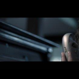 Renai (ROSE BYRNE) ist alleine zu Hause und empfängt unheimliche Geräusche mit dem Babyfon - Szene Poster