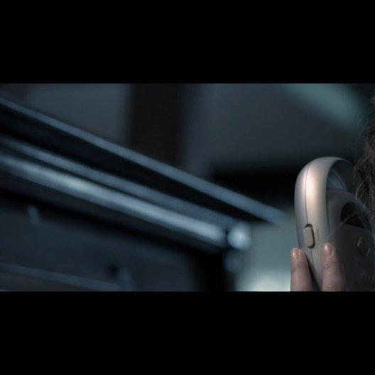 Renai (ROSE BYRNE) ist alleine zu Hause und empfängt unheimliche Geräusche mit dem Babyfon - Szene