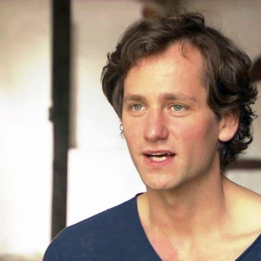 Florian Stetter - Max - darüber warum er seine Rolle mag - Interview Poster
