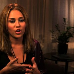 Miley Cyrus über die Mutter-Tochter-Beziehung - OV-Interview Poster