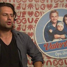 Adam Bousdoukos -Nektarios- darüber warum man sich den Film ansehen sollte - Interview Poster
