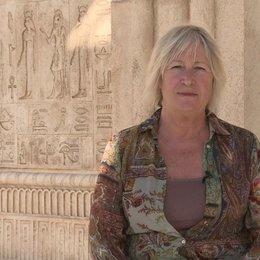 Janty Yates über das ankleiden von Miriam und Tuya - OV-Interview