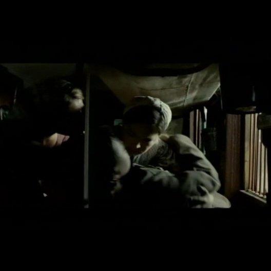 Jana schafft Hans aus dem Zug - Szene Poster
