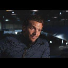 """Bradley Cooper - """"Faceman"""" über die Dreharbeiten - OV-Interview Poster"""