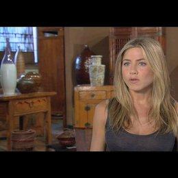 Jennifer Aniston (Nicole Hurley) über die Beziehung zwischen Nicole und Milo - OV-Interview Poster