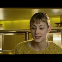 Interview mit Nora Arnezeder (Douce) - OV-Interview