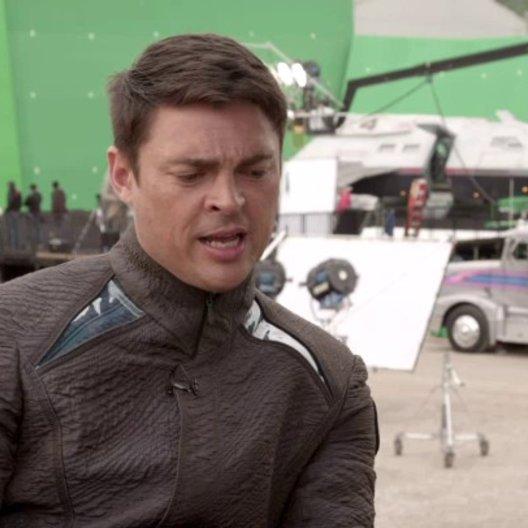 Karl Urban - Dr Leonard McCoy - über die Zusammenarbeit mit Benedict Cumberbatch - OV-Interview