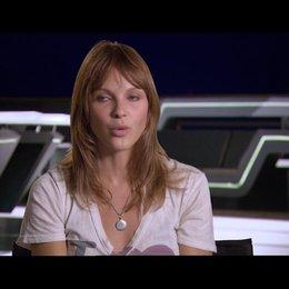 Beau Garrett (Gem) über ihre Rolle als Gem - OV-Interview Poster