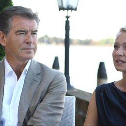 Pierce Brosnan und Trine Dryholm über den Film - OV-Interview