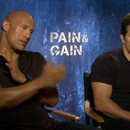Mark Wahlberg und Dwayne Johnson - Daniel Lugo und Paul Doyle - über ihre Gemeinsamkeiten - OV-Interview Poster