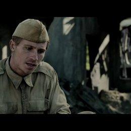 Garrett Hedlund über die Zusammenarbeit mit Angelina Jolie - OV-Interview Poster