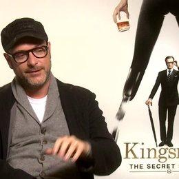 Matthew Vaughn darüber das Harry Hart die Gentleman Spione ehrt - OV-Interview Poster
