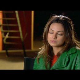 Mila Kunis über Steve Carell und Tina Fey - OV-Interview Poster
