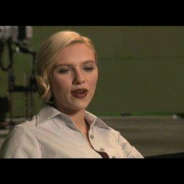 """Scarlett Johansson - """"Silken Floss"""" über ihre Rolle - Interview Poster"""