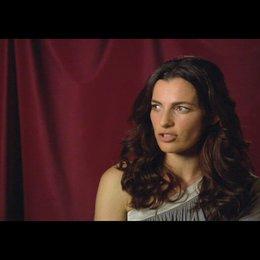 """Ayelet Zurer (""""Vittoria Vetra"""") über Ewan McGregor - OV-Interview Poster"""