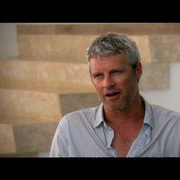 """NEIL BURGER - Regisseur über """"Eddie Morra"""" und die Wirkung von NZT - OV-Interview Poster"""
