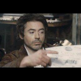 """Beim Dreh von """"Sherlock Holmes"""" mit Erklärungen von Robert Downey jr., Jude Law und Guy Ritchie. - Featurette Poster"""