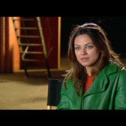 Mila Kunis über die Beziehung zwischen Phil und Claire - OV-Interview Poster