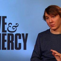 Paul Dano - Der junge Brian Wilson - über seine Vorbereitung auf die Rolle - OV-Interview Poster