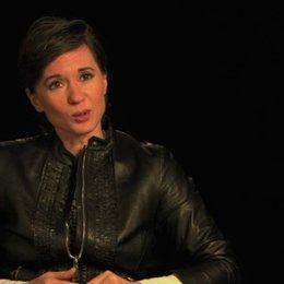 Kimberly Peirce über Carries übernatürliche Kräfte Teil 1 - OV-Interview Poster