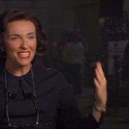Toni Collette (Peggy Robertson) über die Darstellung von Anthony Hopkins als Alfred Hitchcock - OV-Interview Poster