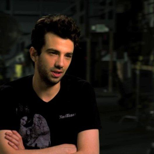 Jay Baruchel über die Besetzung - OV-Interview Poster