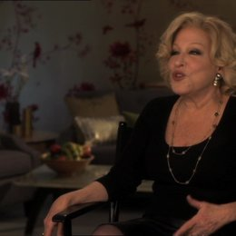 Bette Midler (Diane Decker) darüber das jeder sich in dem Film wiederfinden kann - OV-Interview Poster