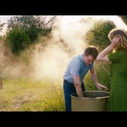 Peter und Ingas erster Kuss beim Aale fangen - Szene Poster
