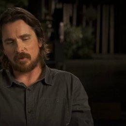 Christian Bale über Sigourney Weaver - OV-Interview Poster
