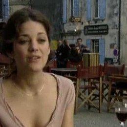 Marion Cotillard über Russell Crowe, die Beziehung von Max und Fanny und ihre Wein-Leidenschaft - Szene Poster