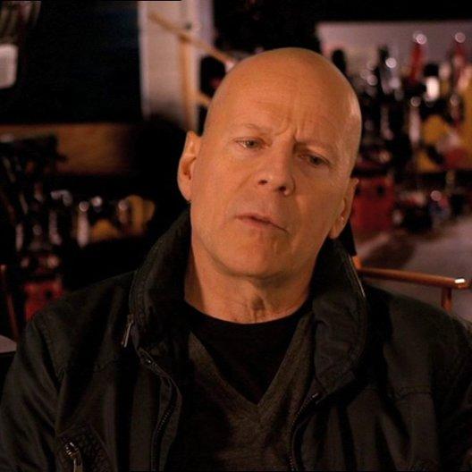 Bruce Willis (John McClane) über die Arbeit mit John Moore - OV-Interview Poster