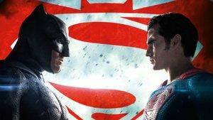"""Kinocharts: """"Batman v Superman"""" bleibt trotz Tiefschlag die Nummer 1"""