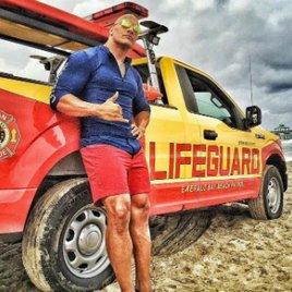 """""""Baywatch"""": Dwayne Johnson & Co. beweisen Strandform auf neuen Fotos"""