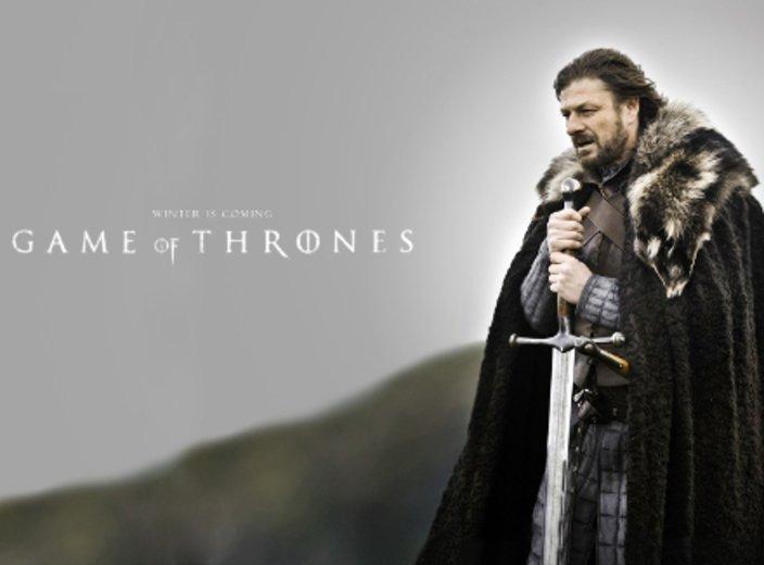 Ned Stark spricht als erster das Motto Winter is coming aus. © HBO